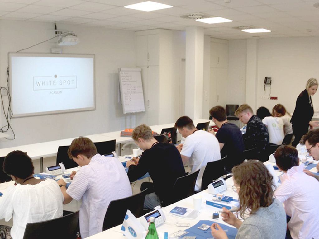 Blick auf Hands On Kurs Wurzelkanalbehandlung Universität Köln